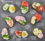 Set mini kanapki na szarość dryluje tło zdjęcie royalty free