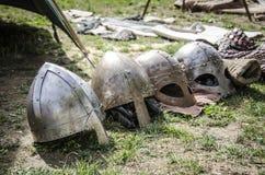 Set mittelalterliche Sturzhelme Mittelalterliche Fälle Lizenzfreie Stockfotos