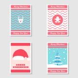 Set motyw kartka bożonarodzeniowa i zaproszenie karta w Płaskim projekcie używać choinki, miodownika, renifera i Santa kapeluszu, royalty ilustracja