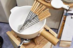 Set naczynia dla fondue w sklepie Zdjęcia Royalty Free