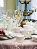 Set naczynia na stole Zdjęcia Royalty Free