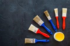 Set narzędzia dla budowy, farby i naprawy domu na ciemnym tło odgórnego widoku egzaminie próbnym, Obraz Stock