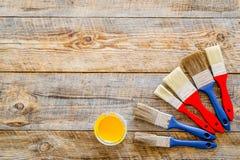 Set narzędzia dla budowy, farby i naprawy domu na drewnianym tło odgórnego widoku egzaminie próbnym, Zdjęcia Stock
