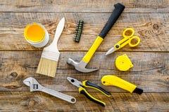 Set narzędzia dla budowy, farby i naprawy domu na drewnianym tło odgórnego widoku wzorze, Zdjęcia Royalty Free