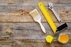 Set narzędzia dla budowy i naprawy domu na drewnianym tło odgórnego widoku egzaminie próbnym Fotografia Royalty Free