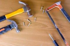 Set narzędzia nad drewnianym panelem z przestrzenią dla teksta, set constr Fotografia Royalty Free