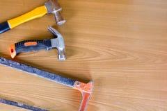 Set narzędzia nad drewnianym panelem z przestrzenią dla teksta, set constr Zdjęcia Royalty Free
