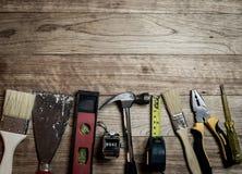 Set narzędzia nad drewnianym tłem Fotografia Stock