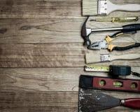 Set narzędzia nad drewnianym tłem Zdjęcia Stock