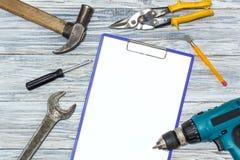 Set narzędzia na drewnianym tle, copyspace Zdjęcia Stock