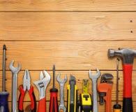 Set narzędzia nad drewnianym panelem Zdjęcie Stock