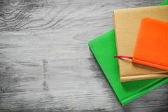 Set notepads na drewnianej deski biura pojęciu Zdjęcia Stock