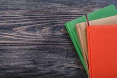 Set notepads na rocznik drewnianej deski kopii przestrzeni biura concep Fotografia Stock