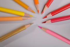 Set ołówki na szarym tle royalty ilustracja