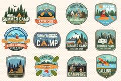 Set obozu letniego, czółna i kajaka świetlicowe odznaki, wektor Dla łaty Projekt z campingiem, góra, rzeka, amerykanin royalty ilustracja