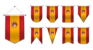Set obwieszenie flagi Hiszpania z tekstylną teksturą Różnorodność kształty flaga państowowa kraj Pionowo szablon banderka zdjęcie stock