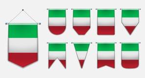 Set obwieszenie flagi WŁOCHY z tekstylną teksturą Różnorodność kształty flaga państowowa kraj Pionowo szablon banderka ilustracja wektor