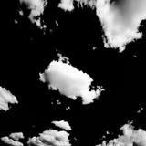 Set odosobnione chmury nad czarnym tłem cztery elementy projektu tła snowfiake białego Białe odosobnione chmury Wycinanki wydobyw Fotografia Stock