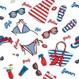 Set odzieżowy lato i akcesoria Plażowa torba, kapelusz, trzepnięcie klapy, suknia, swimsuit, koktajl, szkła i skórniczy agenci, V royalty ilustracja