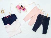 Set odziewa dla nowonarodzonego dziecka Pojęcie Zdjęcia Stock