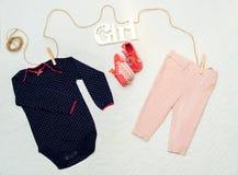 Set odziewa dla nowonarodzonego dziecka Pojęcie Obrazy Stock