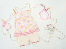Set odziewa dla nowonarodzonego dziecka Pojęcie Zdjęcie Royalty Free