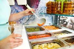 Set owocowy deser dla robi smoothie Świeżych owoc soki Zdjęcia Royalty Free
