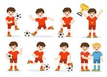 Set piłka nożna dzieciak z różną pozą Gracz odświętność z trofeum po dopasowania na boisku do piłki nożnej Szcz??liwa ch?opiec ba royalty ilustracja
