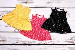 Set piękne suknie dla nowonarodzonych dziewczyn Obraz Stock