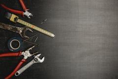 Set pracujący narzędzia na czarnym tle fotografia stock