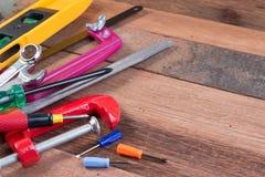 Set pracujący narzędzia na drewnianym tle Drewniani pracujących narzędzi tła pojęcia z copyspace Zdjęcie Stock