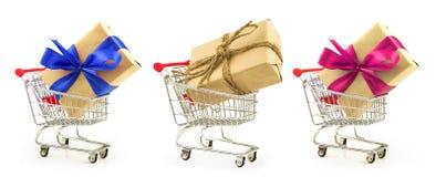 Set prezenty z faborkiem i nici burlap w sklepie błękitnym, czerwonym, Obraz Royalty Free