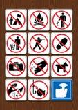 Set prohibicyjne ikony no obozować, żadny ognisko, śmiecący, tropiący, kroczący, łowiący, cisza Ikony w błękitnym kolorze Obraz Royalty Free
