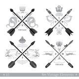 Set przecinające strzała z abstrakcjonistycznymi elementami Modnisia rocznika stylu szablony dla biznesu, etykietki, logowie Zdjęcia Stock