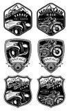 Set retro odznaki z samochodem i motocyklem na tle z górami Zdjęcia Royalty Free