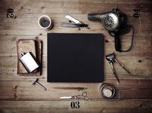 Set roczników narzędzia fryzjera męskiego sklep i czarny plakat Obrazy Stock