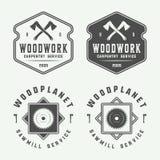 Set rocznik ciesielka, woodwork i mechanik etykietki, odznaki, ilustracja wektor