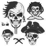 Set rocznik czaszki pirata emblematy, tatuaż, ikona, trójnik koszula Zdjęcie Stock