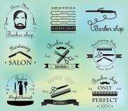Set rocznika fryzjera męskiego sklepu logo, etykietki i projekta element royalty ilustracja