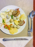 Set rybie piłki na naczyniu który słuzyć w bufeta sklepie Rybie piłki Zdjęcie Royalty Free