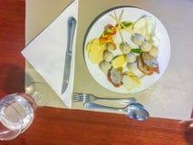 Set rybie piłki na naczyniu który słuzyć w bufeta sklepie Rybie piłki Zdjęcia Royalty Free