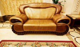 set sofa för möblemanglädervardagsrum Arkivfoton