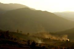 set sun för berg Royaltyfria Bilder