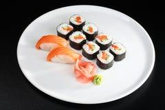 set sushi för japansk lax Arkivbild