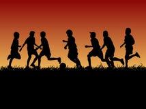 Set sylwetka żartuje bawić się futbol z wieczór tłem ilustracji