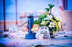 set tabell för matställeromantiker upp Royaltyfri Fotografi