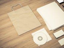 Set tożsamość elementy i Pusty magazynu mockup na rocznika drewnianym substracie Obrazy Stock