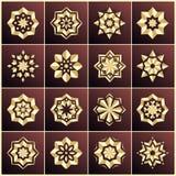 Set von 100 eindeutigen Schneeflocken in gefunkelter Art Set Goldsterne Die Masse des Sternes Fractalbild der Nacht mandala Stockbilder