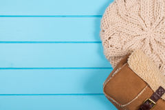 Set of womens knitted beret and winter bag on a wooden backgroun Stock Images