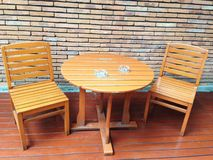 Set of wooden table and chairs. With brick wall background Stock Photography